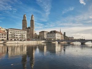 Inacta | Experts im Hotel Schweizerhof Zürich:  «EPD-Pflicht als Chance für die Digitalisierung»